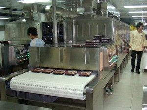 Tunnel Continuous Microwave Ready Meal Heating Machine, Fast Food Heating Equipment